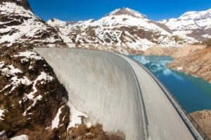 The arch dam at Emosson needs precise monitoring